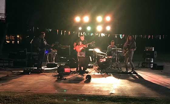 Bastión: Gaston Goñi Canosa (guitarra rítimica y voz) Emiliano Graniero (baterista),Martin Camarero (bajista) Javier Durán (guitarra lider)